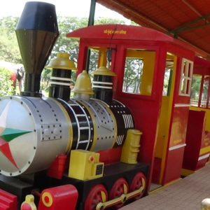 How to amuse your kids on budget – a toy train at Vashi mini seashore